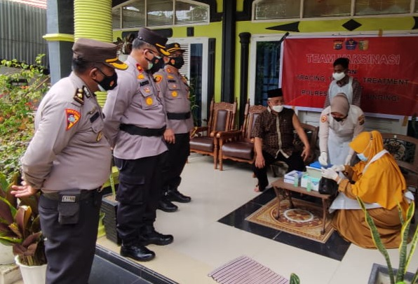 Kapolres Kuansing Cek Pelaksanaan Vaksinasi Keliling, warga : Terima kasih pak Polisi