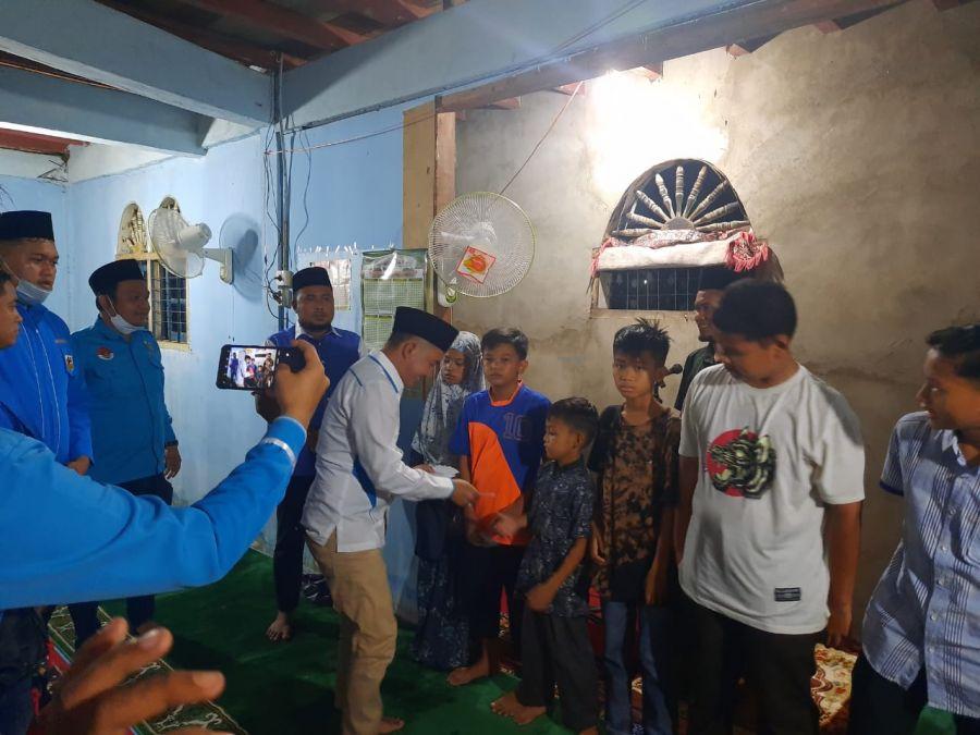 KNPI Provinsi Riau bersama KNPI Kabupaten Kampar berikan bantuan Sajadah, Al Quran dan Santunan Anak Yatim