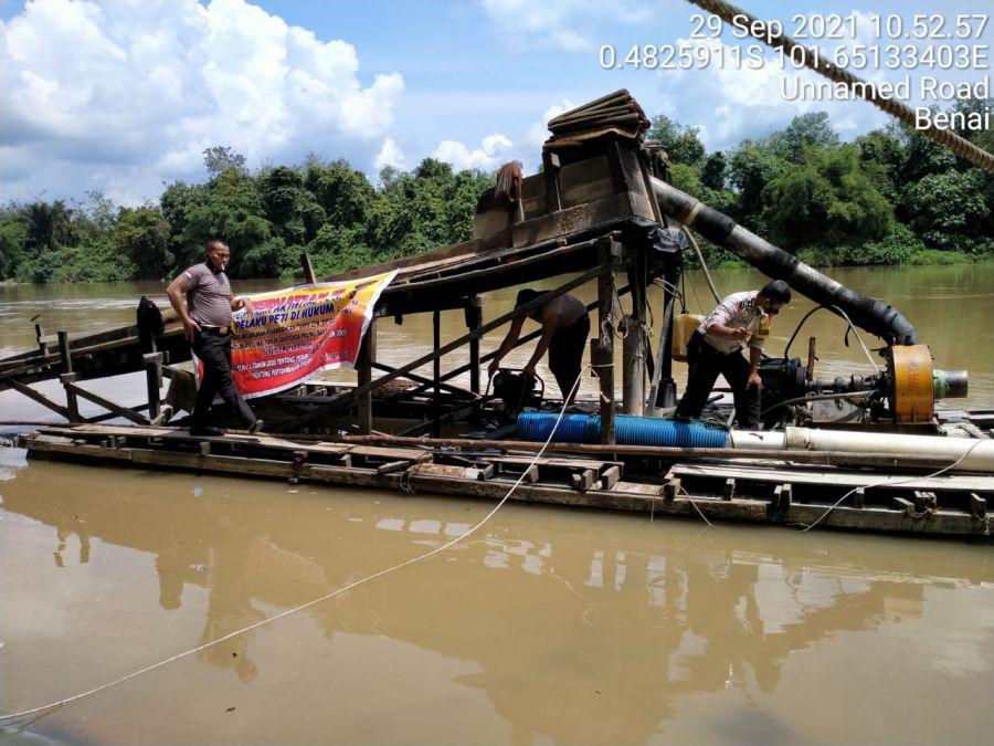 Polsek Benai Kuansing Kembali Musnahkan Rakit PETI di Sungai Kuantan