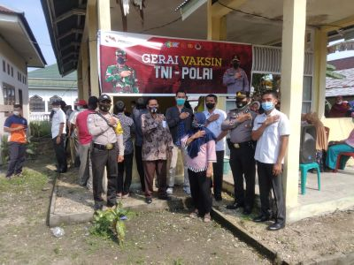 Masyarakat Antusias Ikuti Vaksin di Gerai Vaksinasi TNI-Polri Pasar Selasa Polsek Benai