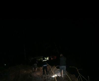 Terkait Dugaan Aktifitas PETI, Kasat Reskrim dan Plh Kapolsek Hulu Kuantan Pimpin Pengecekan di Sungai Alah Tengah Malam